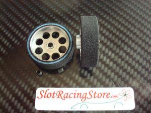 Scaleauto ruote anteriori spugna dura per assali da 3mm. Diametro:25.5mm, larghezza: 8mm, diametro cerchio: 21mm